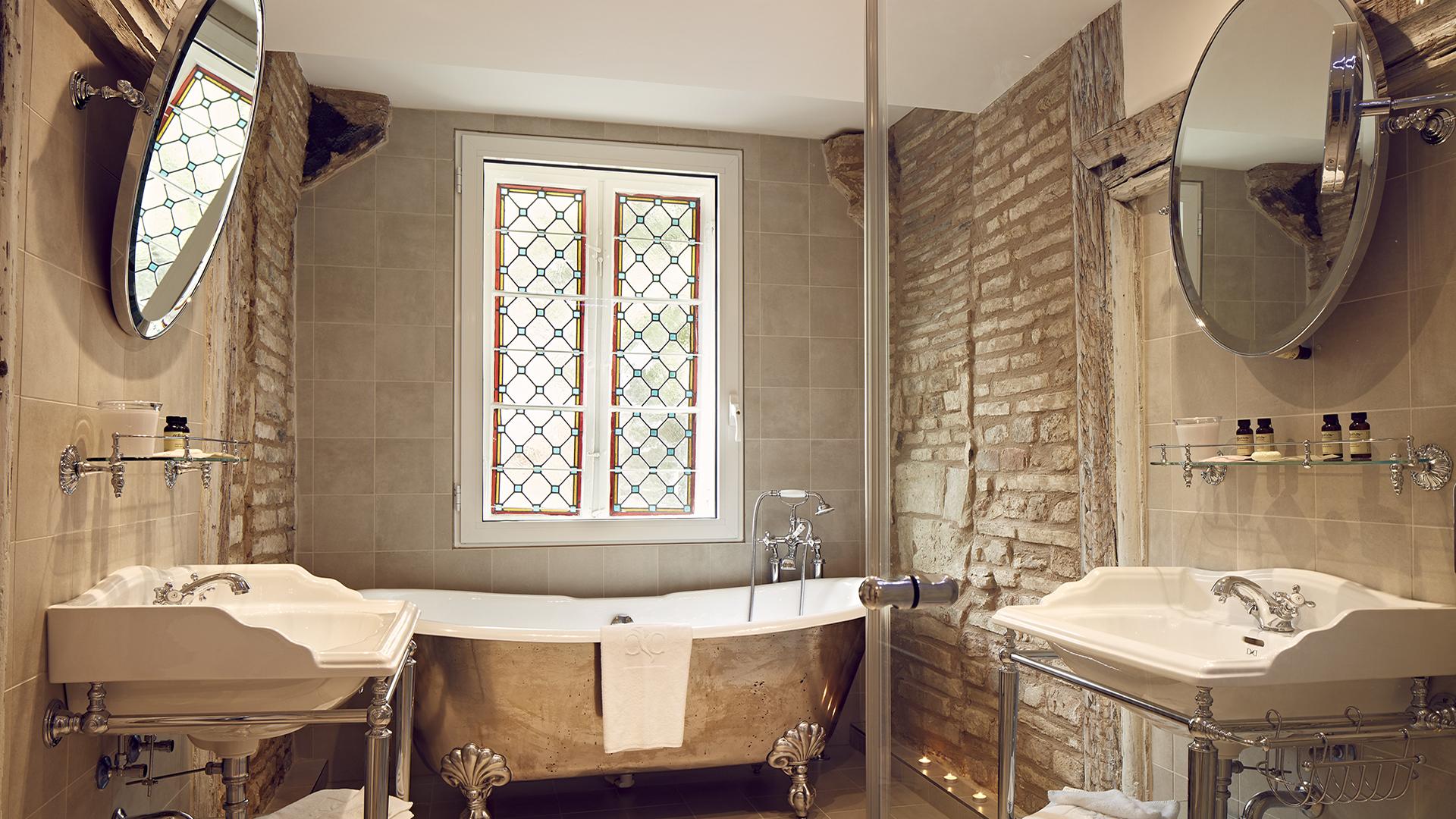 Hotel cour du corbeau strasbourg mgallery galerie - Magasin salle de bain strasbourg ...